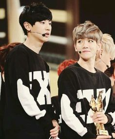 Baekyeol's height difference is adorable ^^