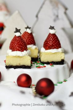 Zimtkeks und Apfeltarte: Santa-Mützen-Cheesecake .... HOHOHO!!! #ichbacksmir #weihnachtskuchen #xmas #cake