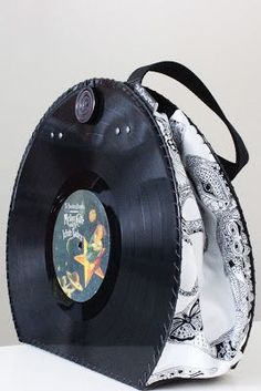 Vinyl Record Crafts, Vinyl Crafts, Diy Arts And Crafts, Vinyl Art, Vhs Crafts, Records Diy, Vynil, Sacs Design, Paper Purse