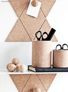 Cork is absorbed and creates a homely atmosphere. It's great if the cork boards on the wall also Cork Crafts, Diy And Crafts, Diy Inspiration, Diy Interior, Diy Bed, Home And Deco, Diy Organization, Diy Tutorial, Diy Furniture