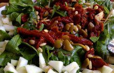 Ensalada de rúcula, tomate seco y manzana