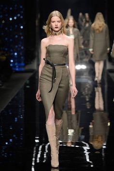 Milano Moda Donna AI 2015/2016: la sfilata di Scervino   Abito strapless con spacco frontale   Foto