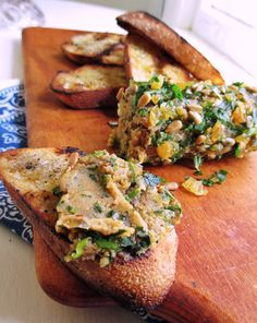 Summer Eats: Sunflower Seed Pâté and Grilled Bread Happy Foods, Happy Healthy, Yummy Appetizers, Appetizers For Party, My Favorite Food, Favorite Recipes, Backyard Storage, Grilled Bread, Snack Recipes
