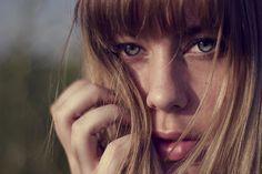 Comment garder ses cheveux propres plus longtemps ? (Remèdes naturels)