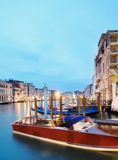 Day or night, the canals of #Venice are always beautiful.