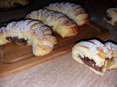 Pariziene cu ciocolata - NoiInBucatarie Sweet Memories, Croissant, Bread Baking, Doughnut, Donuts, Biscuits, French Toast, Deserts, Food And Drink