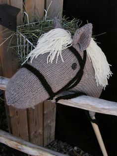 hobby horse - I like the bridle on this one Western Party Games, Stick Horses, Sock Puppets, Hobby Horse, Vintage Horse, Craft Day, Knitted Animals, Kids Party Games, Cute Toys