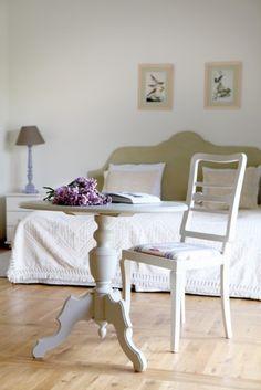 La maison des lavandes   PLANETE DECO a homes world Vanity Bench, Dining Bench, Home And Garden, Inspiration, Furniture, Bedroom Ideas, Bedrooms, Design, Home Decor