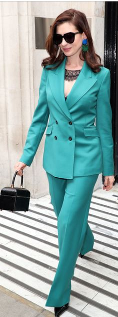 Who made Anne Hathaway's black sunglasses, blue pants, lace top, and jacket? Teal Suit, Teal Pants, Green Suit, Estilo Da Anne Hathaway, Anne Hathaway Style, Rachel Comey, Bold Fashion, Suit Fashion, Iconic Dresses