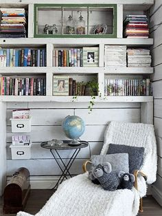 Cottage-style library