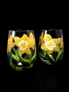 This listing is for set of 2 hand painted daisy wine glasses. These hand painted Spring daffodil flower wine glass look like a real flower .