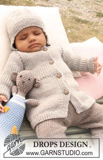 DROPS Baby - Set of knitted jacket, pants and hat for baby and children with rib and crochet teddy bear in DROPS Merino Extra Fine - Free pattern by DROPS Design Baby Knitting Patterns, Baby Boy Knitting, Knitting For Kids, Baby Patterns, Free Knitting, Crochet Teddy, Crochet Bear, Drops Design, Drops Baby