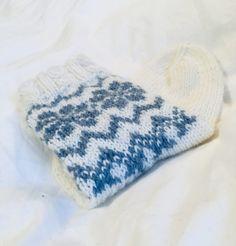 Kuviolliset talvisukat – Nurjia silmukoita Knitted Hats, Winter Hats, Knitting, Fashion, Moda, Tricot, Fashion Styles, Breien, Stricken