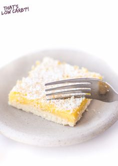 Keto Lemon Bars Recipes Keto Lemon Bars recipe that is hands down our favorite low carb dessert right now. Made with simple ingredients and packed with delicious lemon flavor. Low Carb Sweets, Low Carb Desserts, Low Carb Recipes, Paleo Recipes, Sugar Free Desserts, Lemon Desserts, Dessert Recipes, Lchf, Desserts Sains