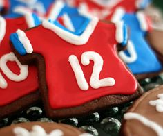 Tom Brady Chocolate Cookie (click for instructions)    Football Birthday cake photos. The best football cakes on Pinterest and the best football cakes on the web! Football cake ideas such as Football Stadium cakes, football field cakes, football helmet cakes, and football logo cakes. #football #cakes #gifts
