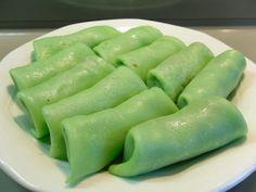 Sweet Coconut Pancakes ( Dadar Gulung) - an Indonesian dessert paleo friendly
