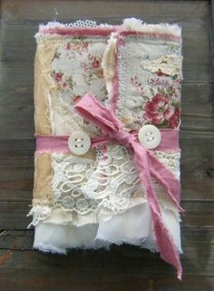 ❤(¯`★´¯)Shabby Chic(¯`★´¯)°❤ … Gorgeous fabric handmade journal Fabric Art, Fabric Crafts, Paper Crafts, Fabric Books, Handmade Journals, Handmade Books, Handmade Rugs, Handmade Crafts, Fabric Journals