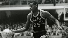Perry Wallace, the first black basketball player in the Southeastern Conference, died in Montgomery Hospice Casey House (Rockville, Maryland) on Friday at age 6…