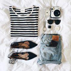 Les essentiels de l'été  #lookdujour #ldj #basics #essentials #summer #summervibes #fashion #stripes #shorts #laced #sunglasses #style #regram  @thepinkdiary