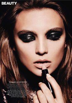 love this! glossy black eye makeup + nude lips <3  http://applyingeyemakeup.net