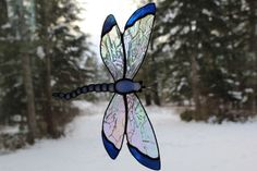 Sun catcher dragonfly by Unikke Glas ~ UPC aniA ~ design available for purchase at Mugsy's Tavern & Grill in Bonners Ferry, ID Dragonfly Stained Glass, Stained Glass Paint, Stained Glass Ornaments, Stained Glass Christmas, Stained Glass Suncatchers, Stained Glass Flowers, Glass Butterfly, Stained Glass Designs, Stained Glass Panels