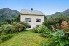 Affordable 4bed house in idyllic surroundings for sale in Norway. Gardens, farmland, woodlands, mountainside, detached garage, privat road, private drive. Amazing mountains and sea views. Only 1450000 NOK. Call Maria on 004747632848.