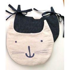 Bolsa gato guarda pijama, doudou, chupetes con tiras para colgar en la cuna o cama. Disponible 39 € en #petittandem #bebes #niños #gatos