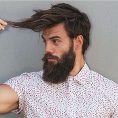 Want to know how to groom a beard as it grows? Groom & style your beard while you grow stubble, full & long beard. Cool Hairstyles For Men, 2015 Hairstyles, Haircuts For Men, Men's Haircuts, Hairstyle Ideas, Hair Styles 2016, Long Hair Styles, Sexy Bart, Great Beards