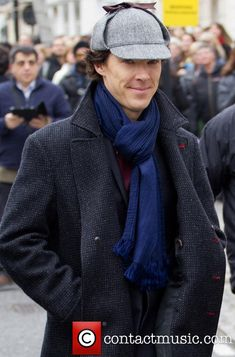 "#setlock Benedict filming S03E02 ""The Sign of Three"" on Baker Street, April 10, 2013 (Source: http://www.contactmusic.com/photo/benedict-cumberbatch-sherlock-filming-on-location-in-baker-street_3598644)"
