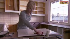 Hvordan male kjøkken Jotun Paint, Painting Kitchen Cabinets, New Homes, Kitchen Inspiration, Storage, Discovery, Apps, Furniture, Decoration