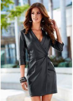 Vestido em couro sintético