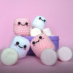 Amigurumi Kawaii Marshmallows  -- How can this not bring a smile to your face?!! :-)