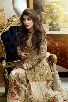 Urwa Hocane looking gorgeous In New Photoshoot, Urwa Hocane is well-known and exquisite Paakistani actress and model too. Urwa Hocane, famously known as Vj urwa born in Islamabad the capital town o… Pakistani Wedding Outfits, Pakistani Wedding Dresses, Pakistani Dress Design, Indian Dresses, Pakistani Formal Hairstyles, Party Kleidung, Pakistani Couture, Traditional Fashion, Party Wear Dresses