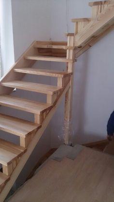 Schody drewniane, naturalny jesion, www.stolarniakonopki.pl