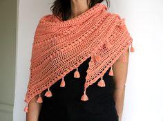 Patrón de chal TARDES con TERESA de crochet. Chal triangular con mini-borlas de 1,70 m x 0,70 m. Tutorial en PDF. Crochet Top, Shawl, Etsy, Mini, Tops, Women, Fashion, Yarns, Tejidos