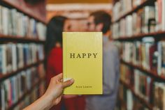 """Muchas de las situaciones que vivimos en nuestro día a día sobrecargan nuestro cerebro, lo que nos genera estrés, fatiga y mal humor. Nuestro estado de ánimo depende mucho de nuestras acciones y de nuestros hábitos y no se puede descuidar, ya que de él depende nuestro bienestar. Para esos días """"de bajón"""" y esos momentos depresivos, aquí tienes 10 consejos para levantar tu estado de ánimo. #animo #cerebro #psicología #salud #bienestar #felicidad"""