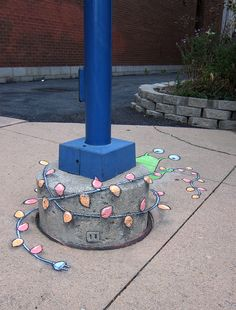 Stringing lights Sluggo - David Zinn
