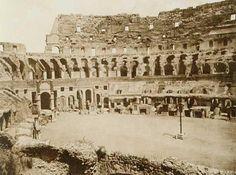 L'arena del Colosseo completamente interrata. Ai bordi le quattordici edicole della via Crucis costruite dopo che Benedetto XIV (1740-1758) aveva consacrato l'Anfiteatro alla passione di Gesù dichiarandolo sacro per il sandue che vi avrebbero versato i martiri cristiani. Circa 1870.