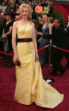 Cate Blanchett in Valentino Couture at 2005 Academy Awards