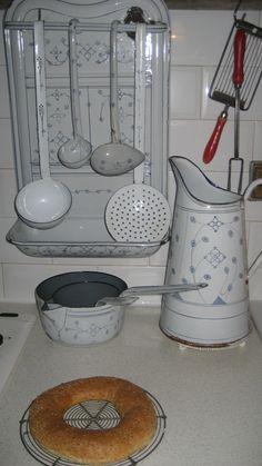 What a rare set ! Enamel utensils, jug and pans! #LaBoutiqueVintage