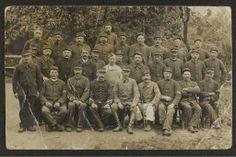 """Grande collecte 14-18, collection Albert Lecardonnel : groupe de soldats (1 carte photo) ; correspondance adressée à son épouse Angèle (106 cartes postales) ; un briquet gravé """"Le Cardonnel - Reims 1917"""""""