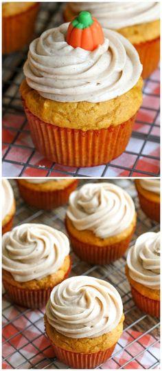 Delicious #Pumpkin Cupcakes with Cinnamon Cream Cheese Frosting on { lilluna.com }
