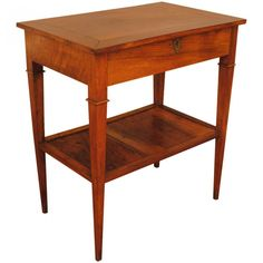 Hinged Top Dressing Table with Bottom Tier / robuck.co