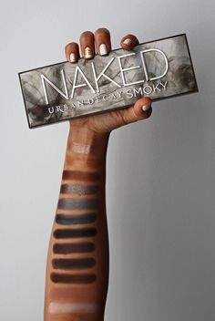 Looking to create standout smoky eye? Then the Urban Decay Naked Smoky Palette is for you!