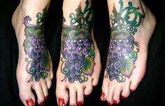 ¿Creías ser un apasionado del vino? Aquí tienes algunos ejemplos donde la pasión por el vino se encuentra a flor de piel. Verdaderos apasionados deBacoy... http://www.vinopack.es/15-tatuajes-del-vino