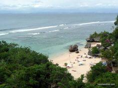 La plage de Padang Padang. Crédit photo: Emily Zanier Travel and Film