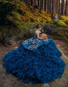 Quince Dresses Mexican, Mexican Quinceanera Dresses, Quinceanera Ideas, Prom Hairstyles, Quinceanera Hairstyles, Charro Dresses, Xv Dresses, Gowns, Vestido Charro