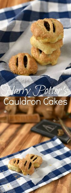 Cauldron Cakes are tender little treats (also known as Eccles Cakes) stuffed with spiced dried figs & wrapped in puff pastry. via potter party food menu recipe Cauldron Cakes with fig filling - Harry Potter Recipe Eccles Cake, Cookie Recipes, Dessert Recipes, Cupcake Recipes, Cauldron Cake, Harry Potter Food, Harry Potter Baking Recipes, Harry Potter Desserts, Dried Figs