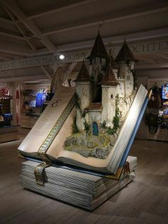 A fairy tale book display in a shop at the Efteling Theme Park in Kaatsheuvel, The Netherlands. Must replicate this for Fairy Tale party so that guests can appear to be stepping out of it. Book Art, Up Book, 3d Fantasy, Fantasy Cake, Book Nooks, Library Books, I Love Books, Altered Books, Book Lovers