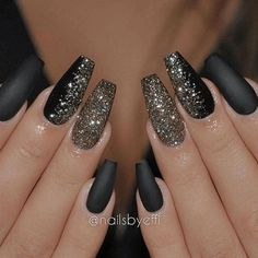 Matte, black nails with glitter